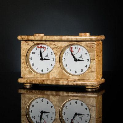 Шахматные часы из карельской березы
